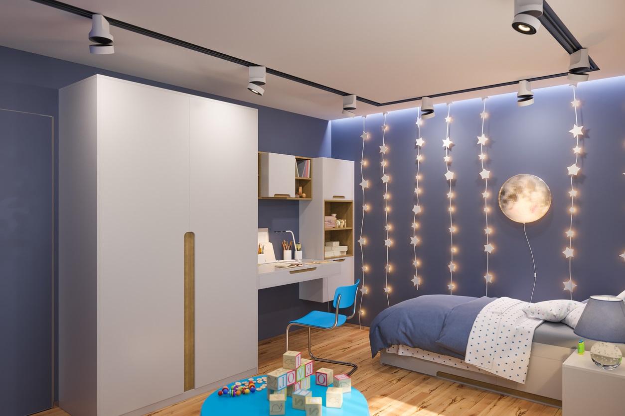 Chambre avec bureau d'enfant