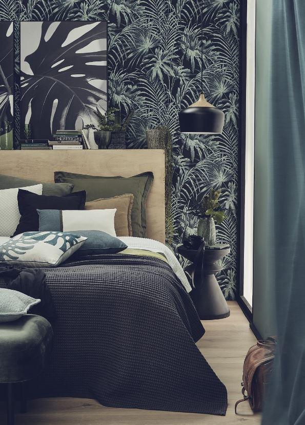 Chambre Avec Tapisserie Tropicale