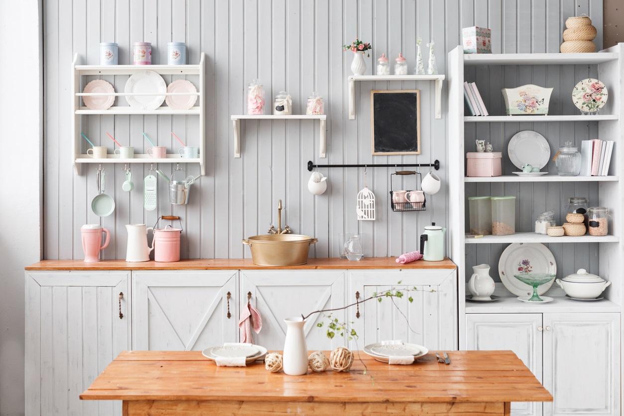 Décoration murale cuisine : 15 idées tendance et inspirantes
