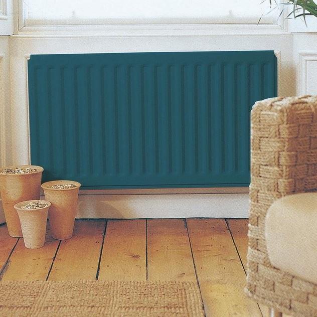 Radiateur Bleu Sur Mur Blanc Et Touches De Beige
