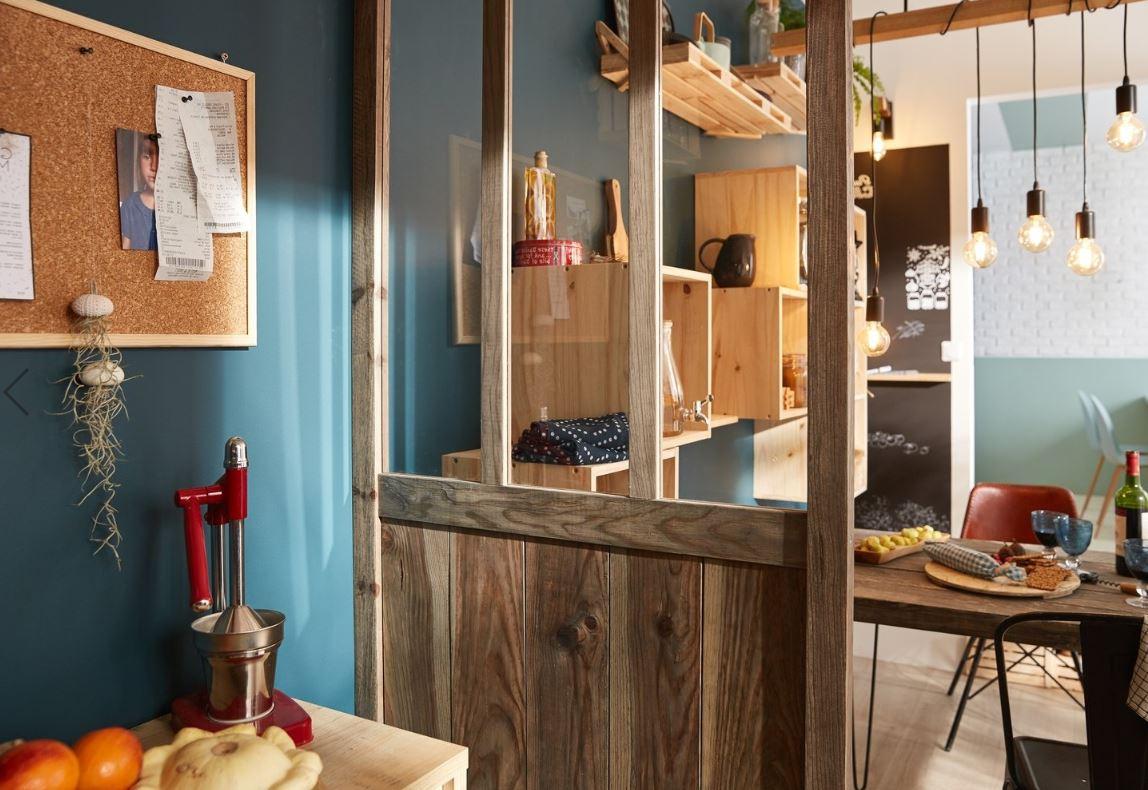 Salle à Manger Bleu Turquoise Avec Cloison En Bois