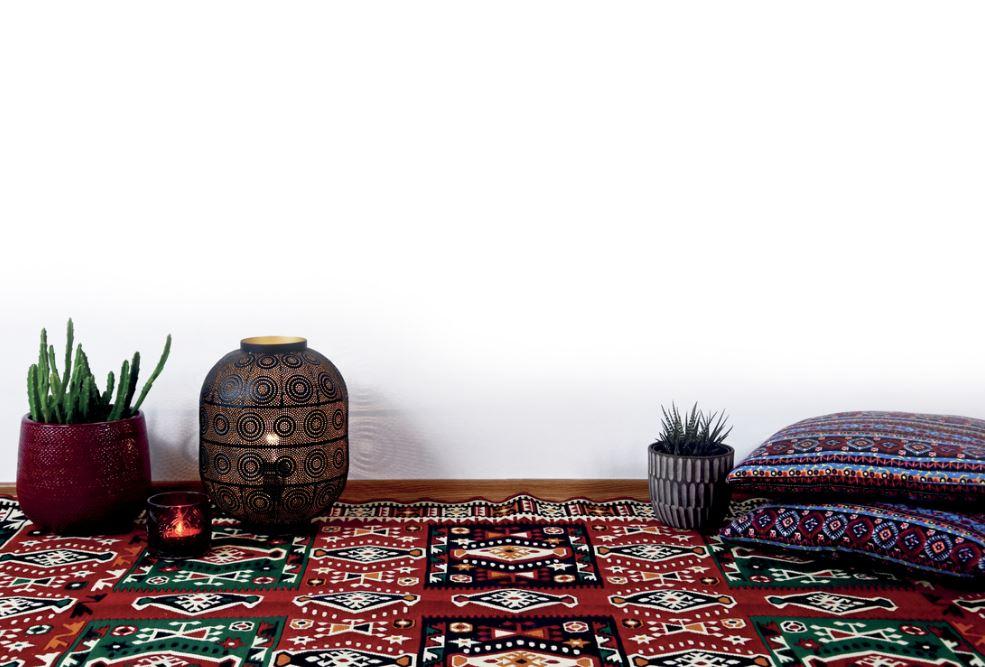 Textiles Marocains, Coussins Et Tapis à Motifs