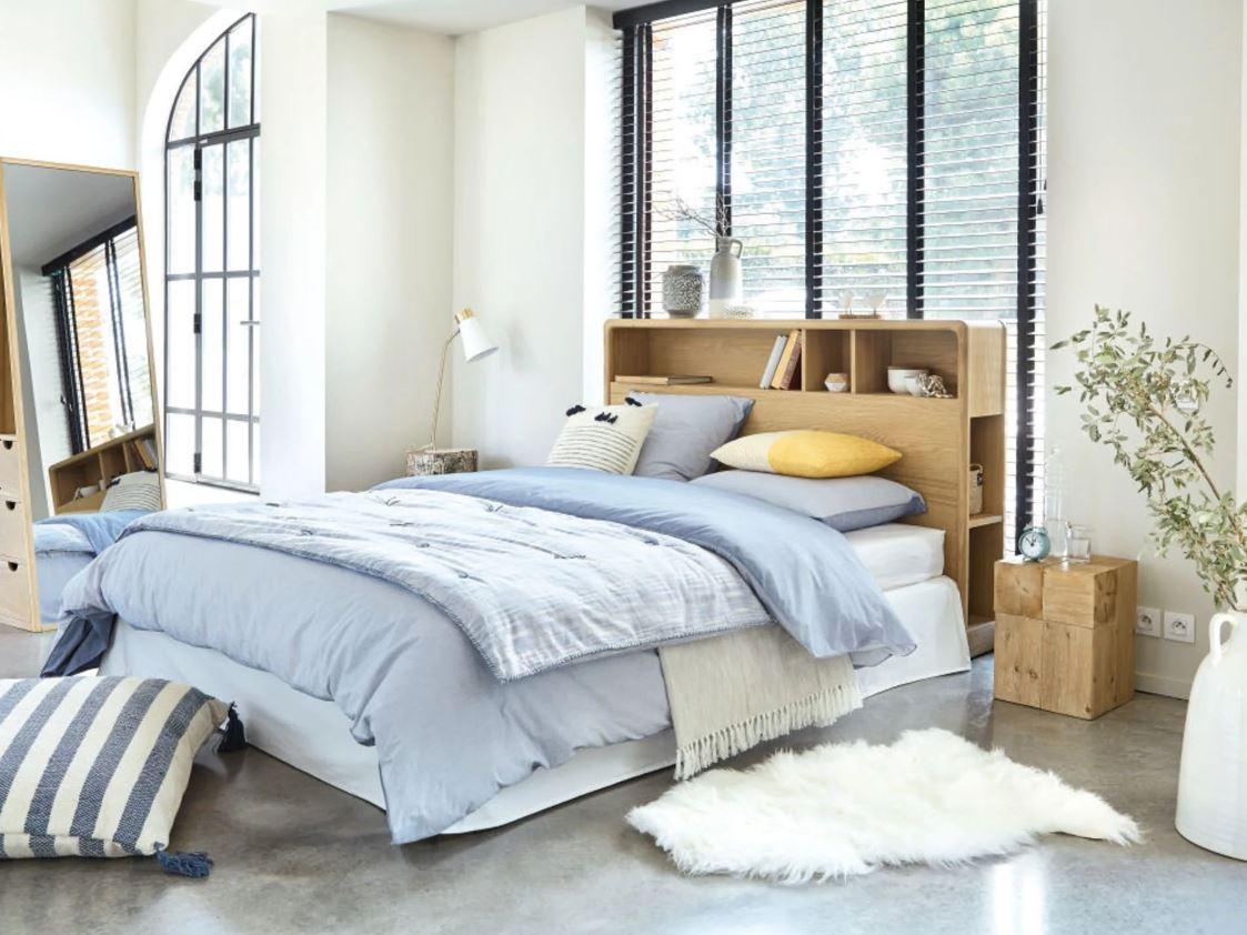 Chambre A Coucher Moderne Avec Tete De Lit Et Rangements