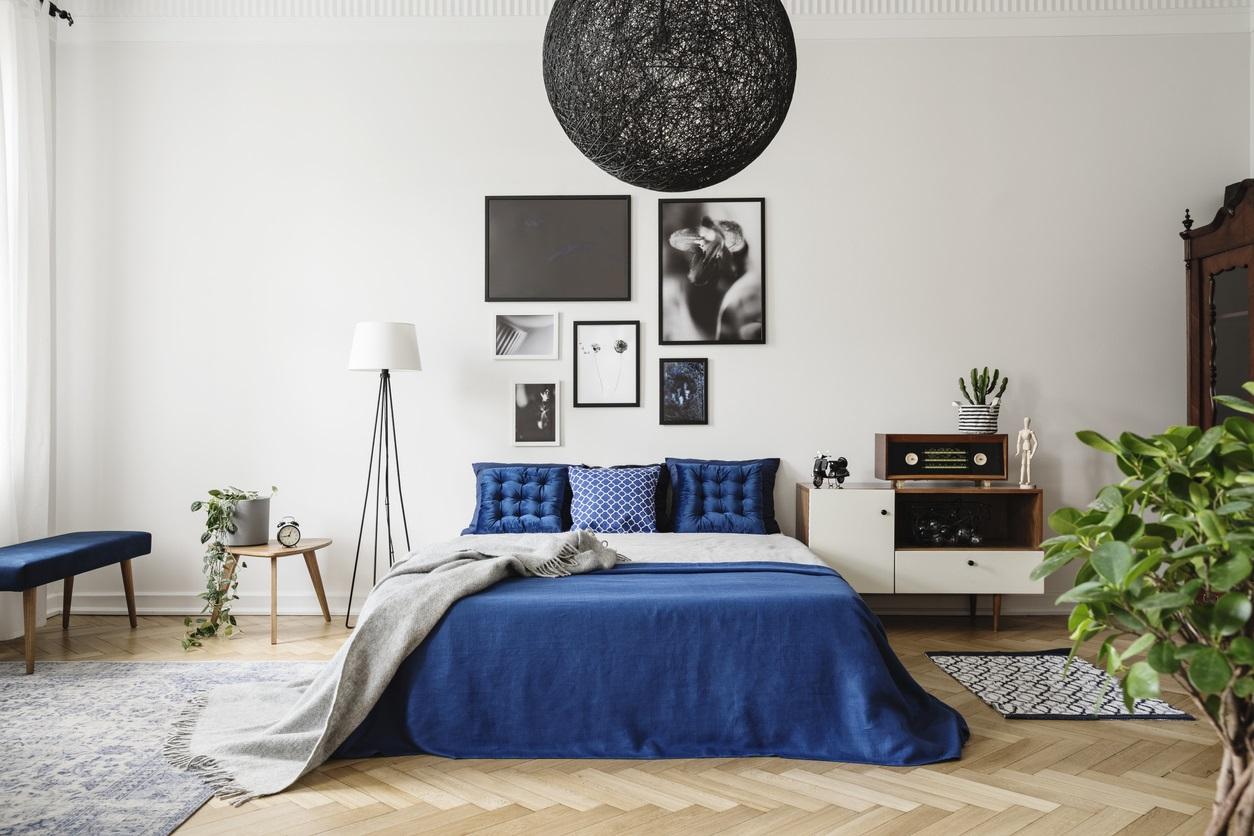 Association De Noir Et Bleu Dans Une Chambre Moderne