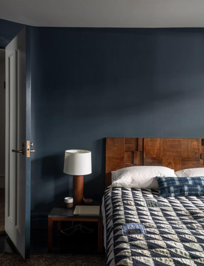 Chambre Colorée En Bleu Sombre Yin Pour Une Meilleure Qualité De Sommeil
