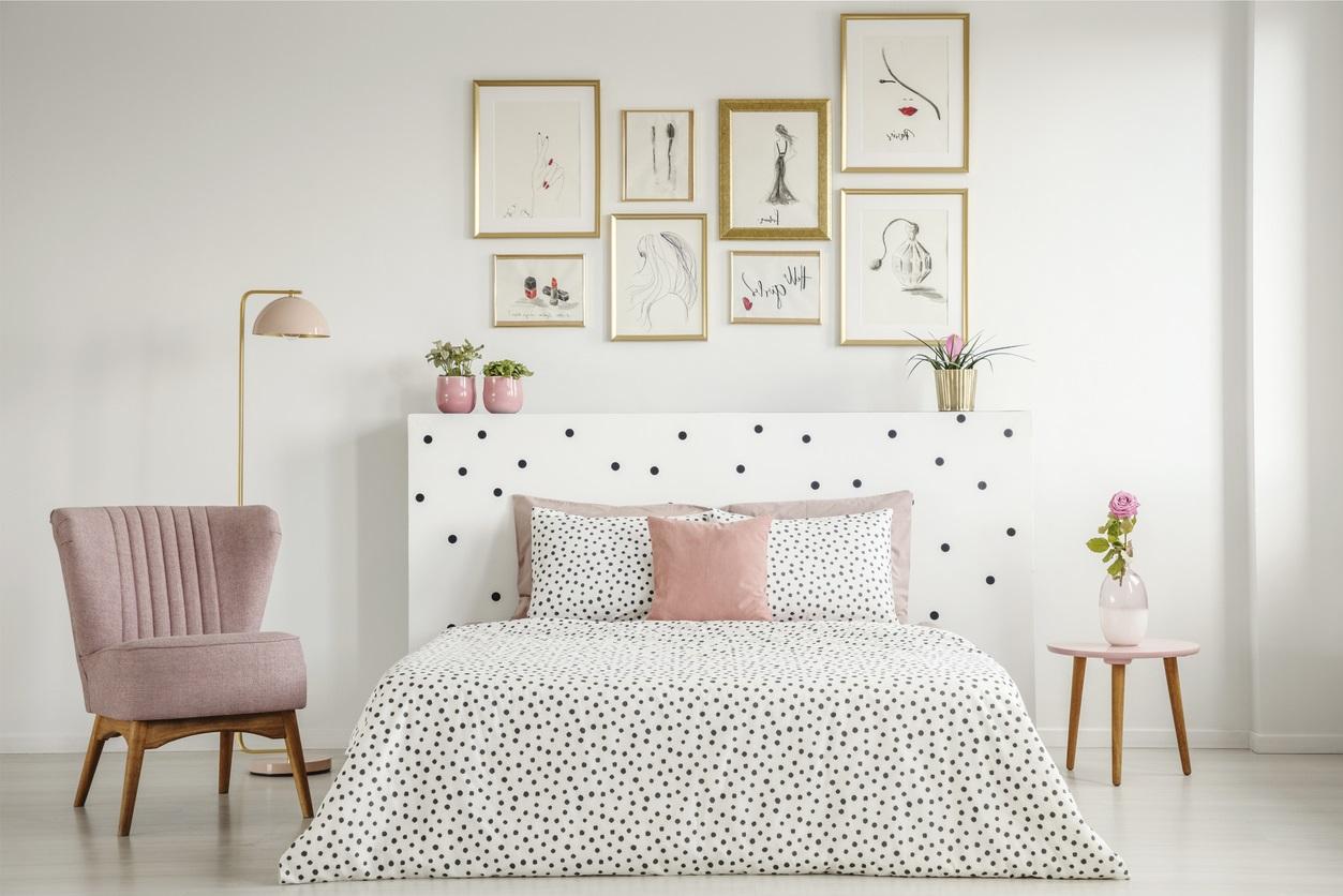 Chambre Rose Pastel Et Blanche Avec Linge De Lit à Pois