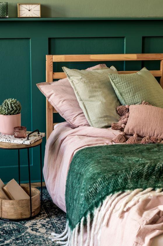 Chambre Verte Avec Lit Rose Pastel