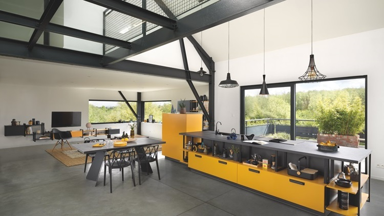 Cuisine Moderne Jaune Et Noire Ouverte Sur Salon Salle à Manger