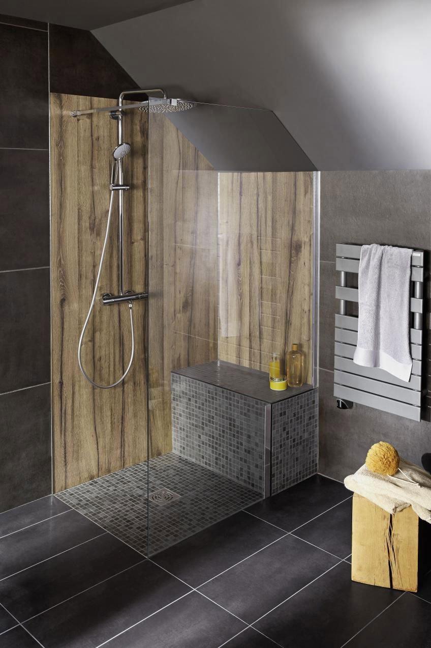 Salle De Bain En Granit Adapté Aux Dimensions De La Pièce D'eau
