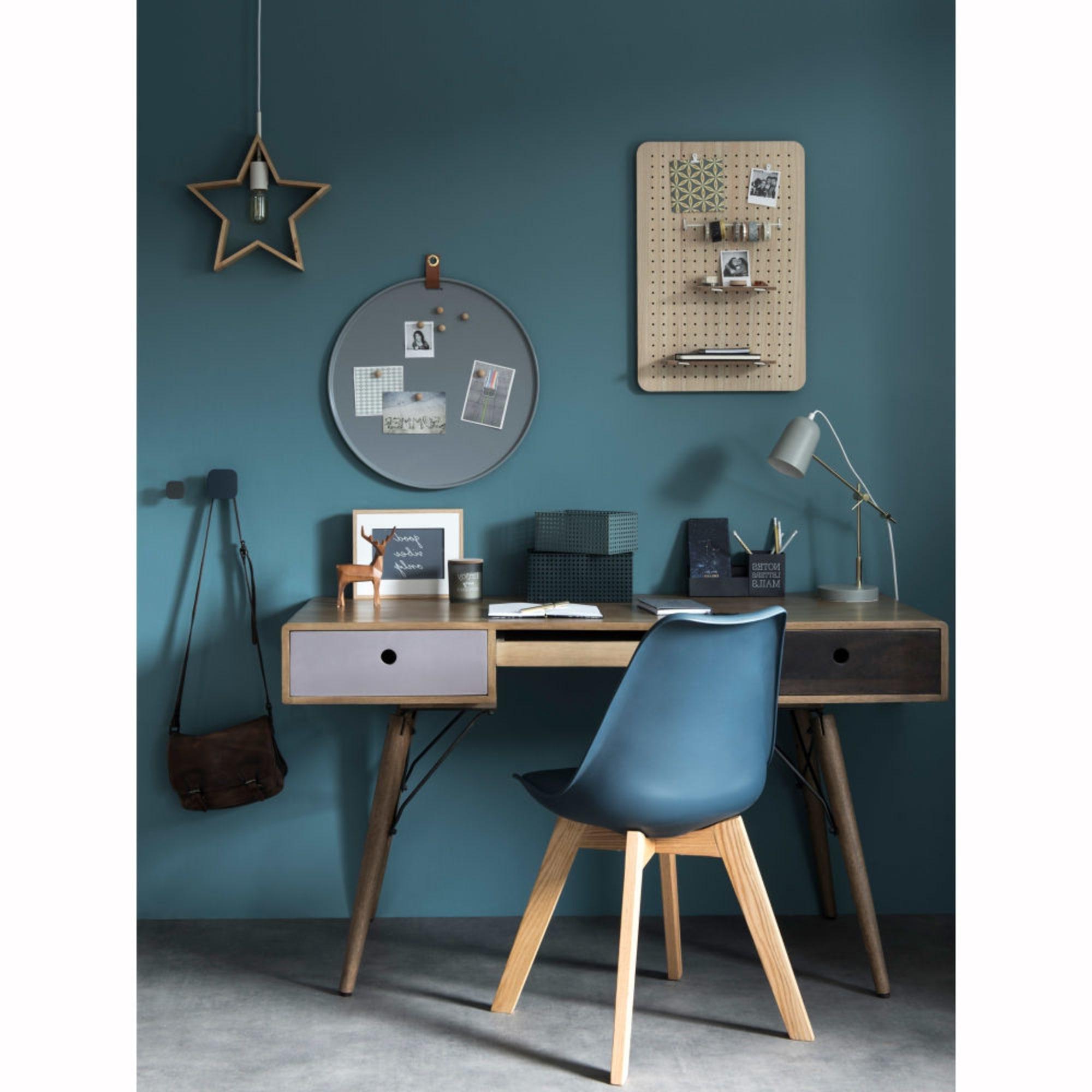 Bureau Bleu Scandinave Avec Chaise Bleu Pour Un Total Look