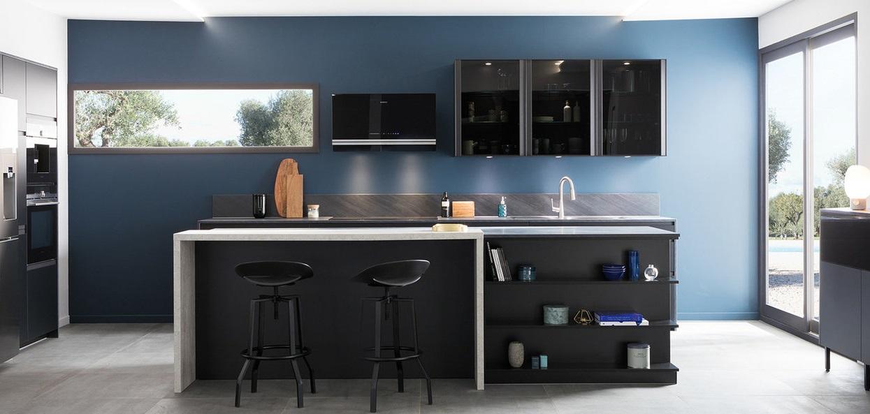 Cuisine Bleue Moderne Avec Meubles Noirs