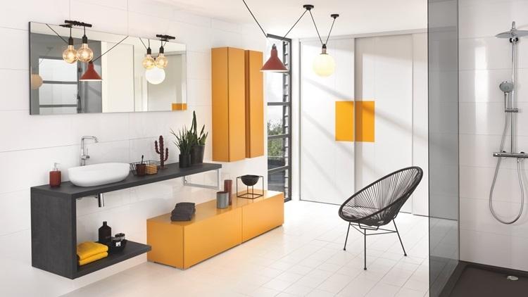 Salle De Bain Schmidt En Blanc, Orange Et Noir Pour Un Résultat Pop