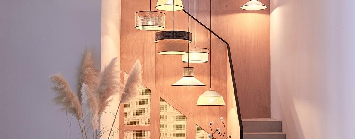 Système D'éclairage Par Grapes De Luminaires Dans Une Entrée Couloir