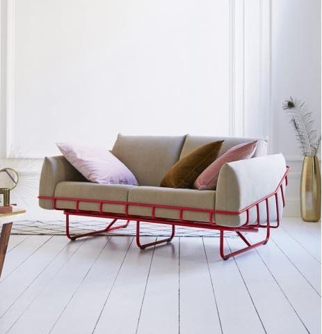 Canapé Avec Structure En Métal Rouge Pour Une Touche Graphique