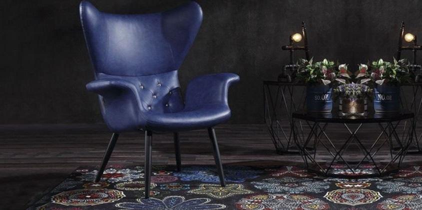 Chaise Bleue Roi Dans Un Salon Noir