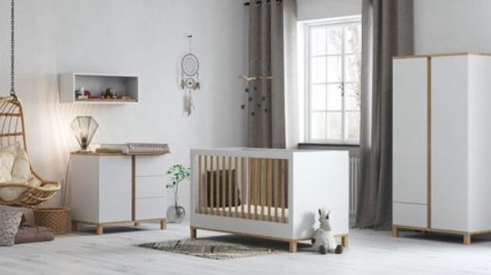 Chambre Avec Grande Armoire Blanche Et Bois Pour Bébé