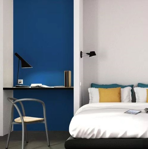 Chambre Avec Papier Peint Bleu Roi