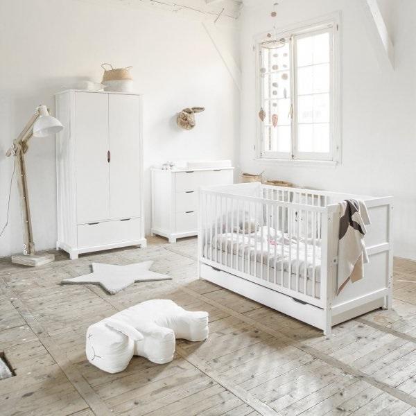 Chambre De Bébé Avec Commode Blanche