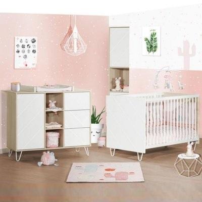 Chambre Pour Bébé Fille En Rose Avec Plafonnier Graphique