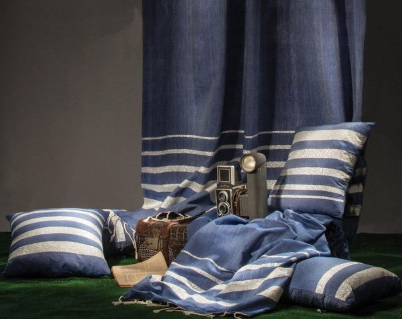Des Textiles De Couleur Bleu Roi Pour Un Intérieur Chic