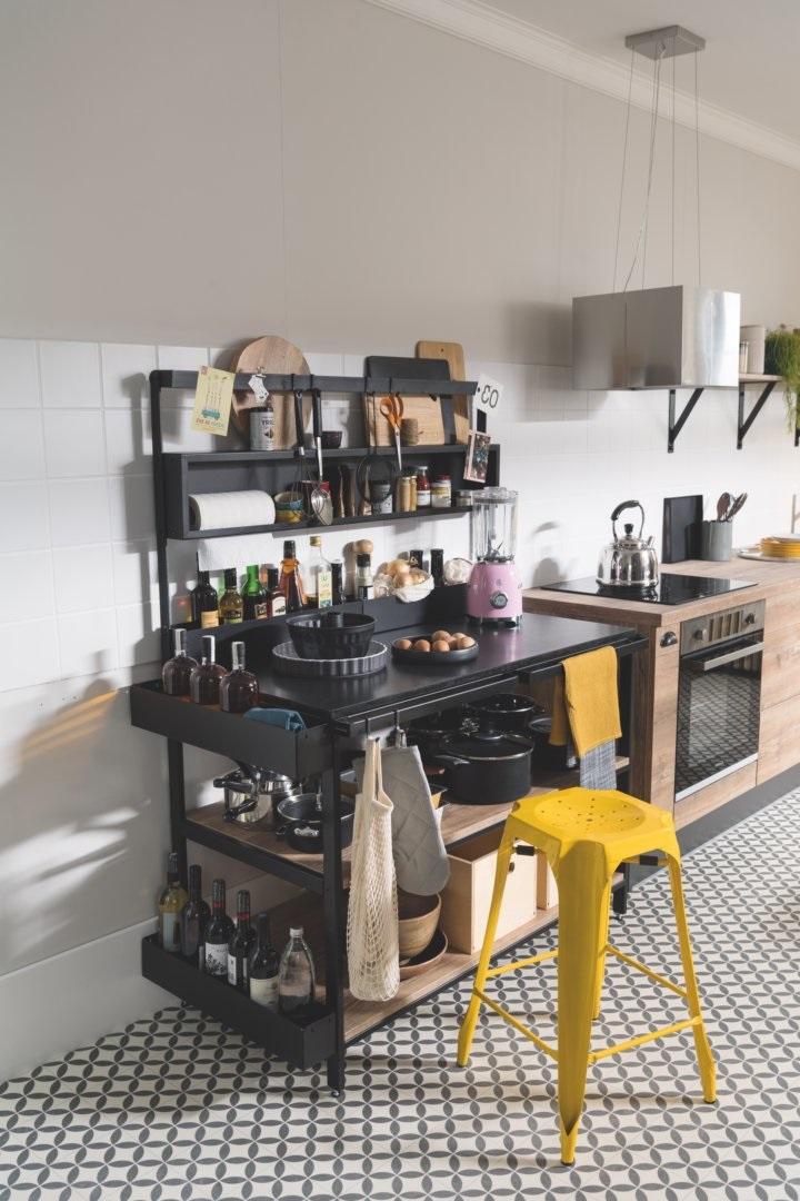 Kitchenette Avec Espace De Rangement En Métal Noir