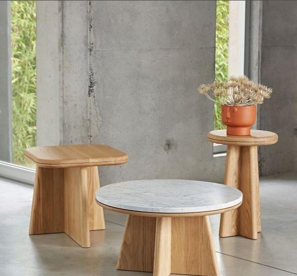 Table Basse En Marbre Et En Bois, Dans Un Format Arrondi
