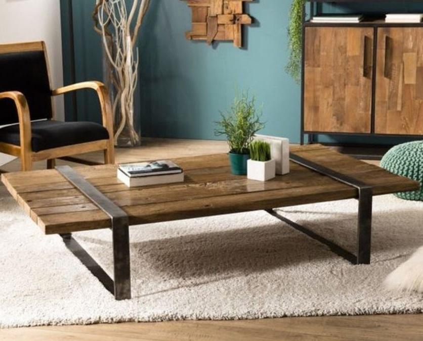 Table Basse Industrielle Avec Un Plateau Rectangulaire En Bois