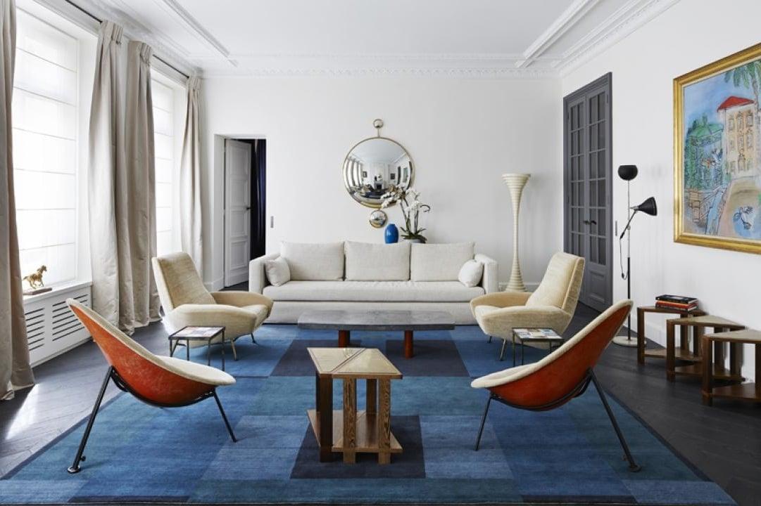Fauteuils Sables Dans Salon Bleu Et Blanc