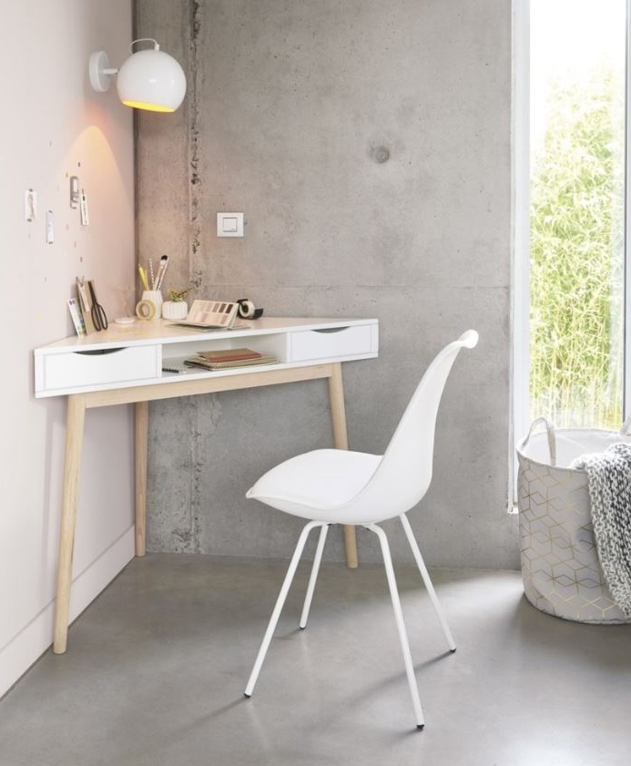 Bureau Vintage En Blanc Pour Un Espace De Travail Pratique