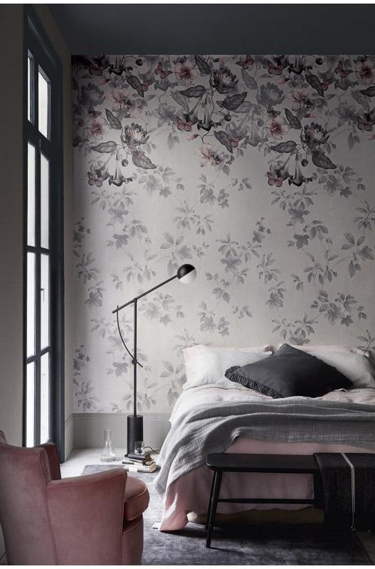 Chambre Avec Un Duo De Papier Peint Et De Peinture Pour Une Allure Shabby Chic