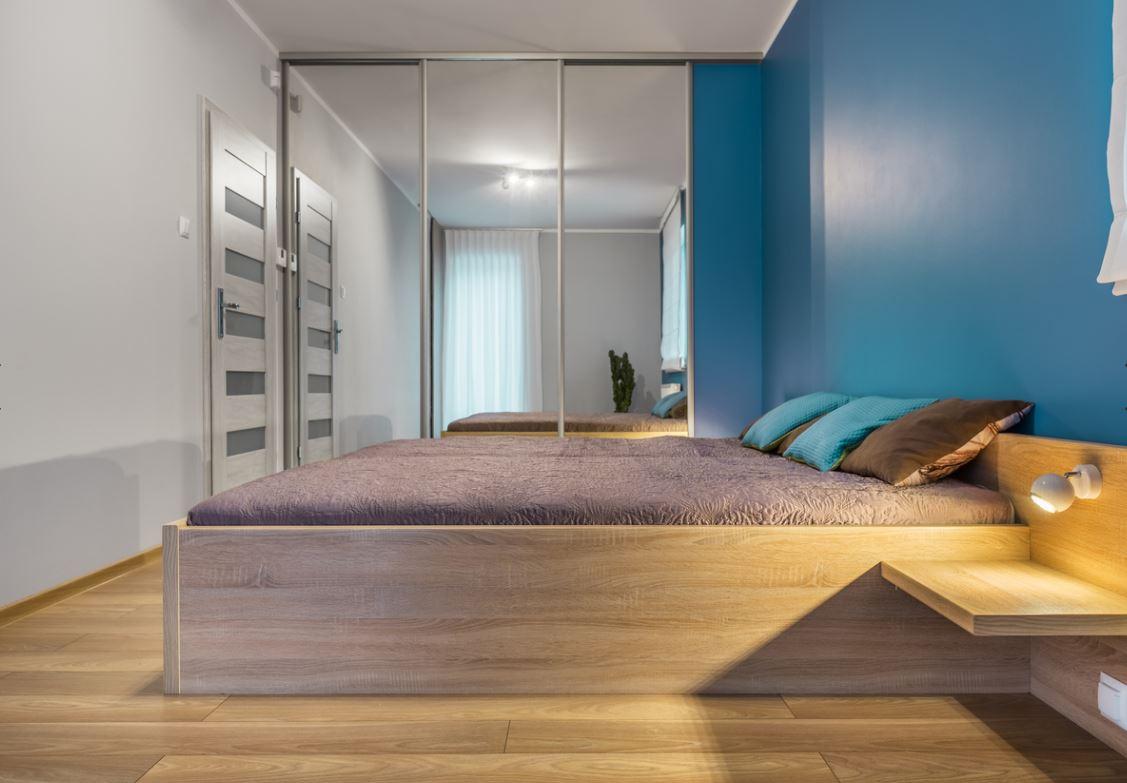 Chambre Avec Une Dualité De Teintes En Bleu Et En Blanc