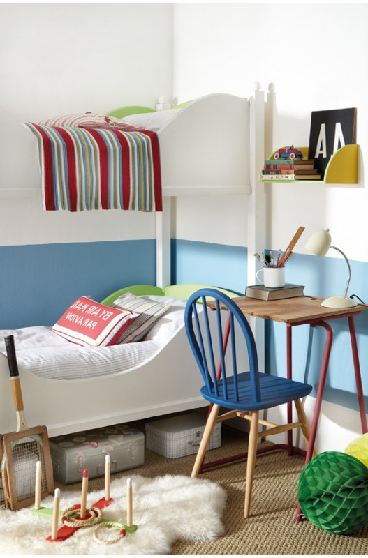 Chambre D'enfant Avec Une Association De Peinture Blanche Et Bleue