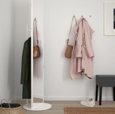 Miroir Sur Pied Combiné Avec Une Tringle à Vêtement