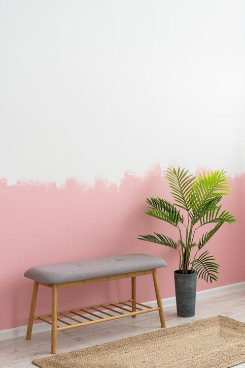 Peinture Blanche Et Rose Dans Une Chambre Apaisante