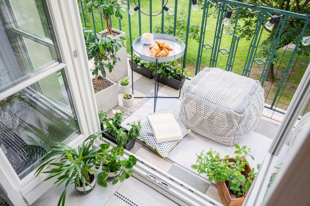 Un Micro Salon De Jardin Sur Le Balcon