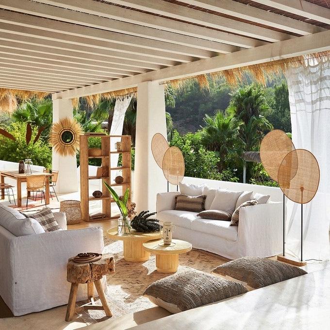 Canapé Oriental Confortable Pour Un Salon En Extérieur