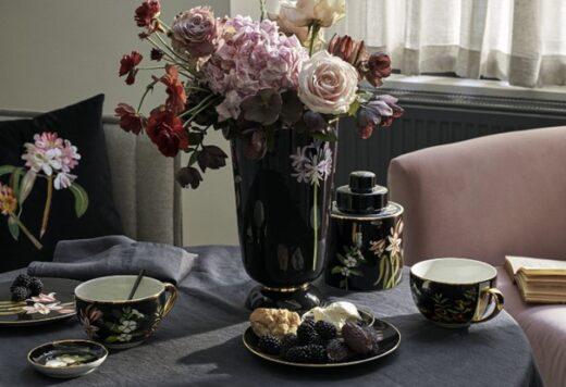 Vase Et Tasse à Thé