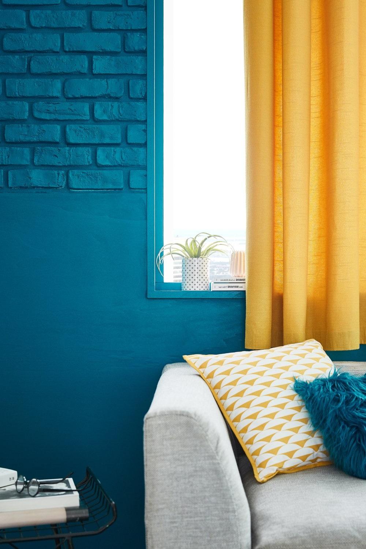 Bleu Paon Et Jaune Soleil