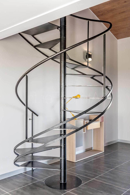 Escalier En Metal Brut –