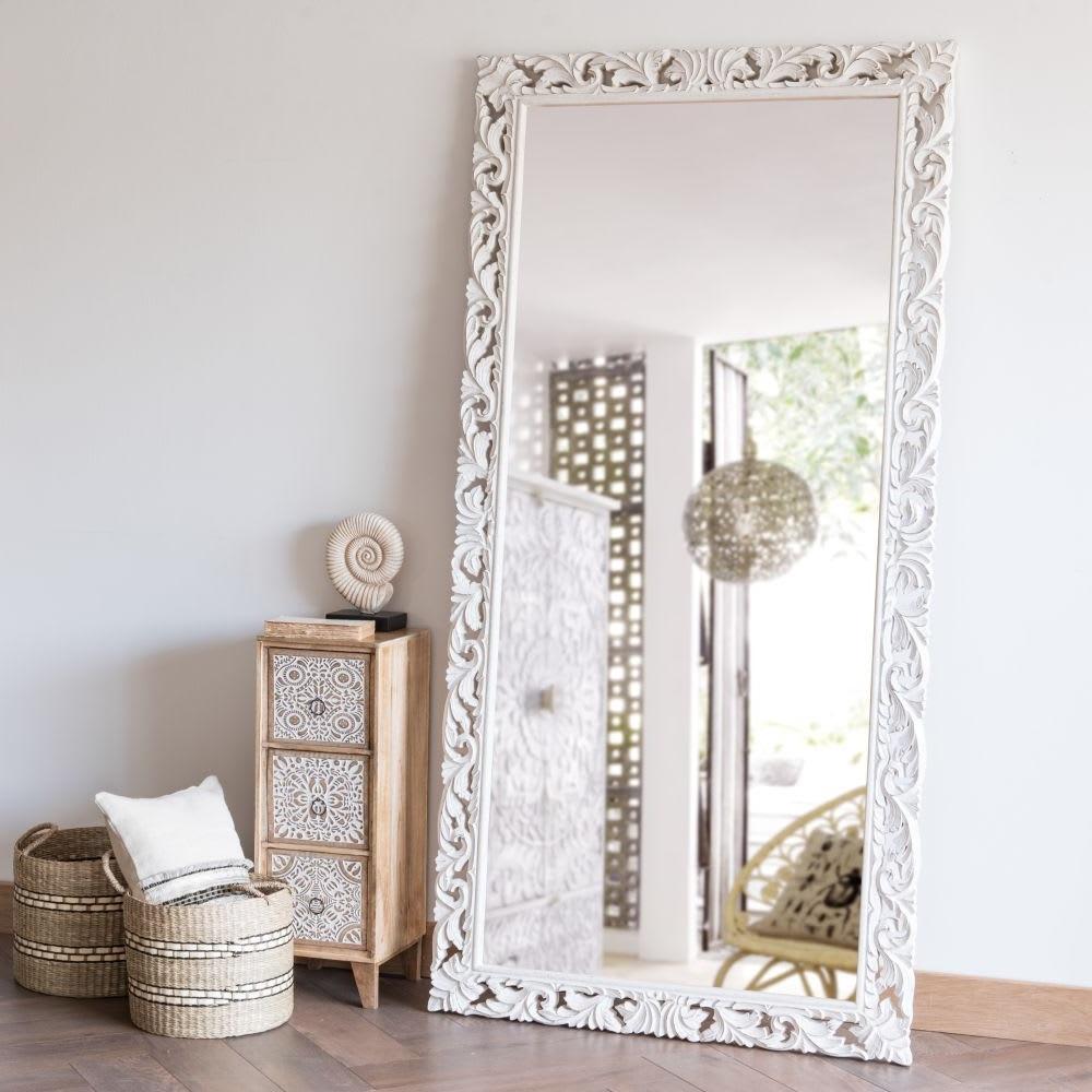 Grand Miroir Dans La Chambre D'amis
