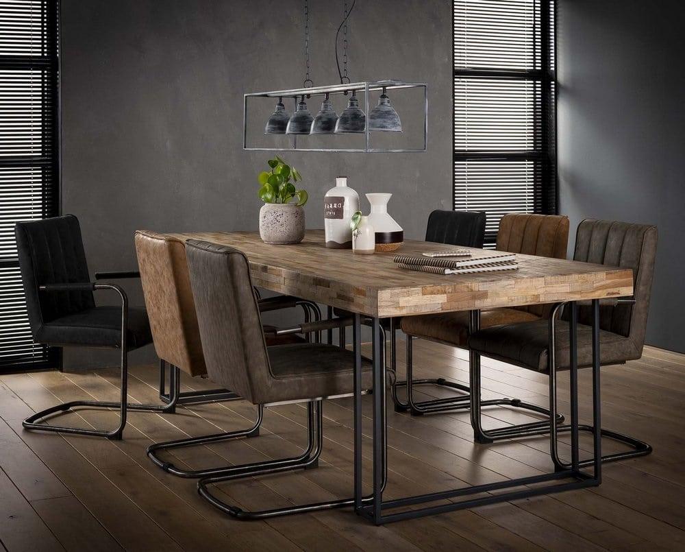 Table En Teck Recycle Et Fauteuil Cuir Vieilli