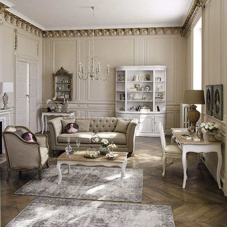 Un Salon De Style Beige Et Blanc