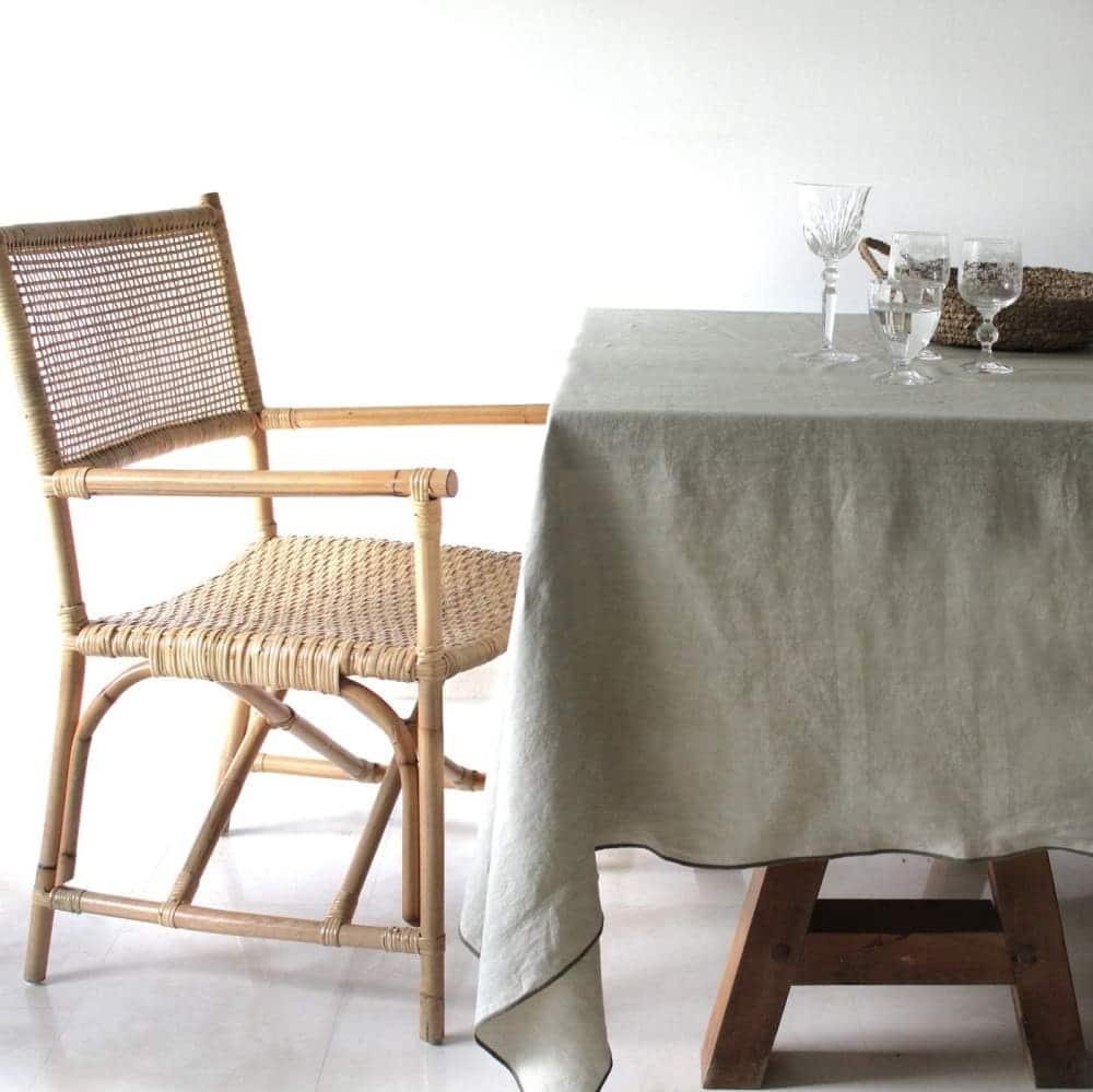 Kaki A Table