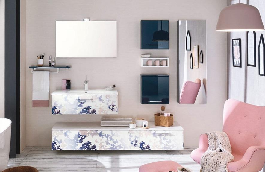 Rose Pastel Et Bleu Fonce –