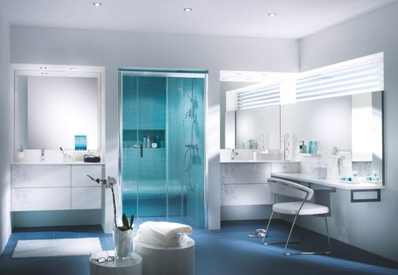 Salle De Bain En Blanc Et Bleu