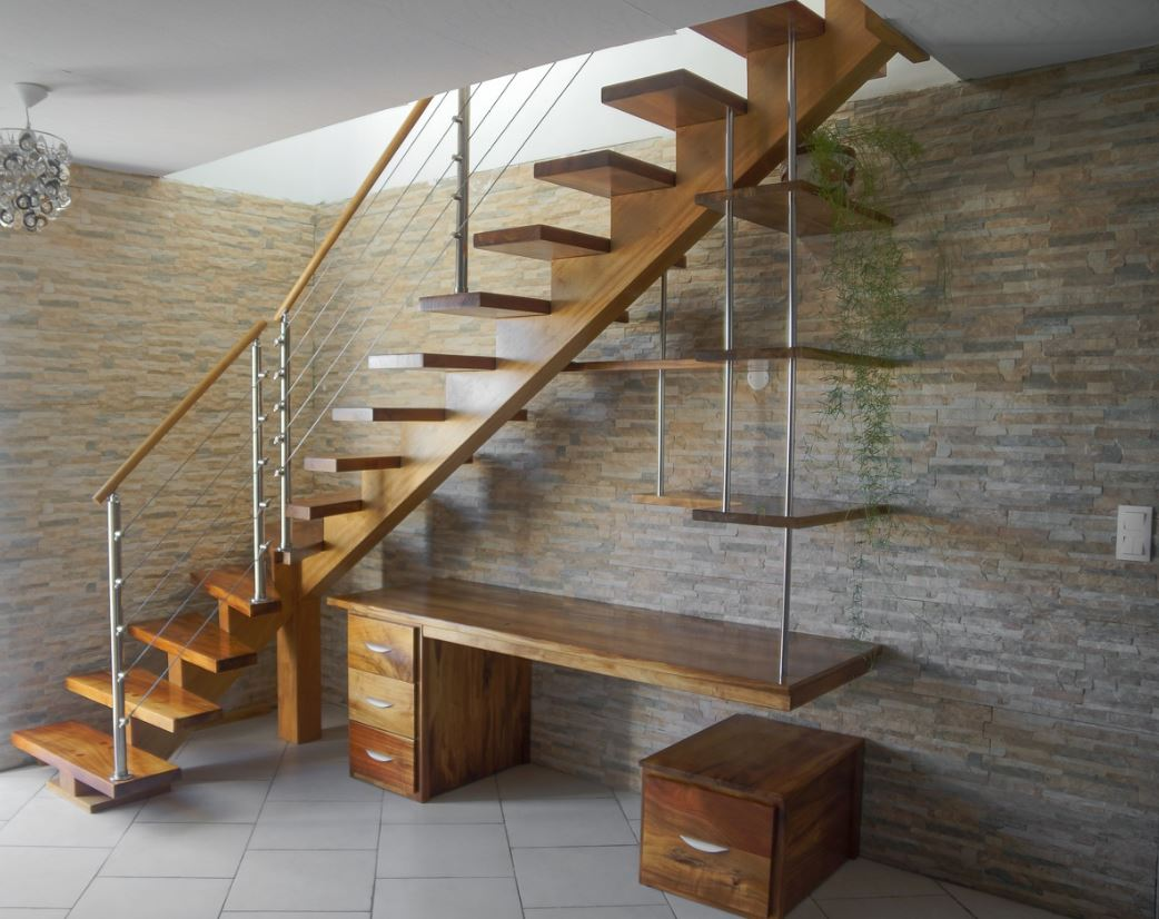 Un Escalier Sur Mesure Avec Bureau Intergre