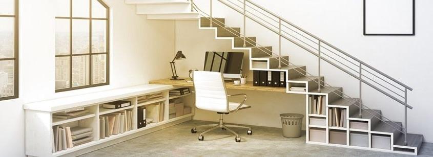 Un Bureau Sous Les Escaliers Aux Rangements Optimises