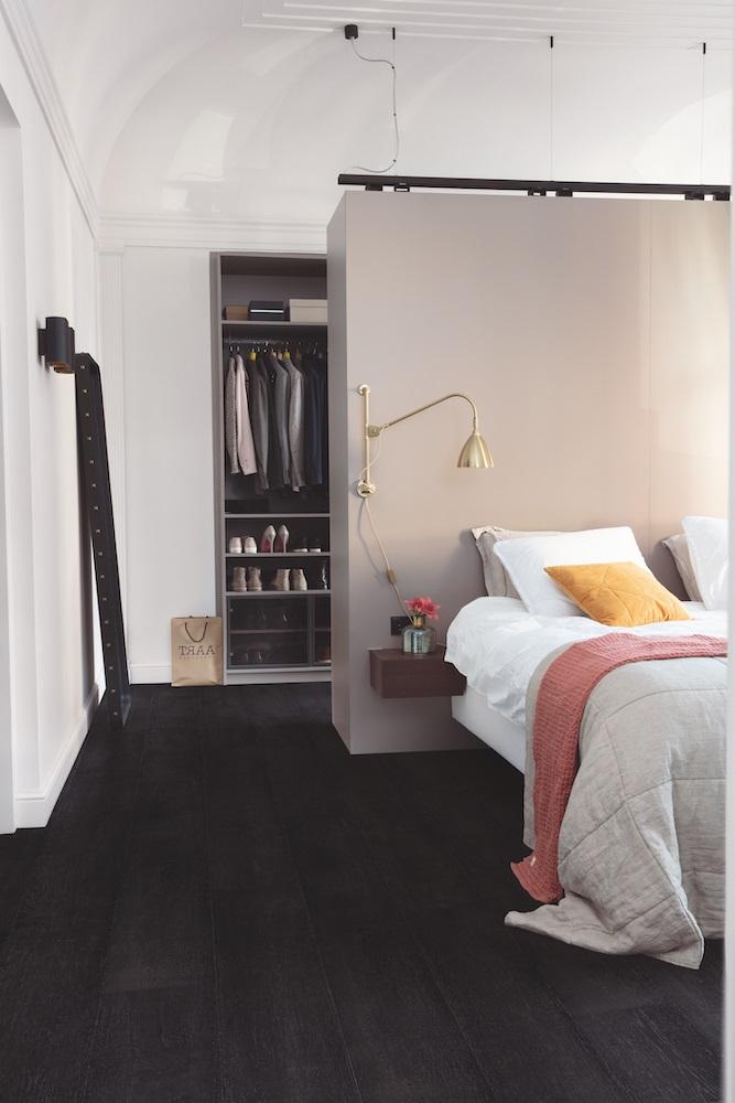 Du Parquet Noir Dans La Chambre
