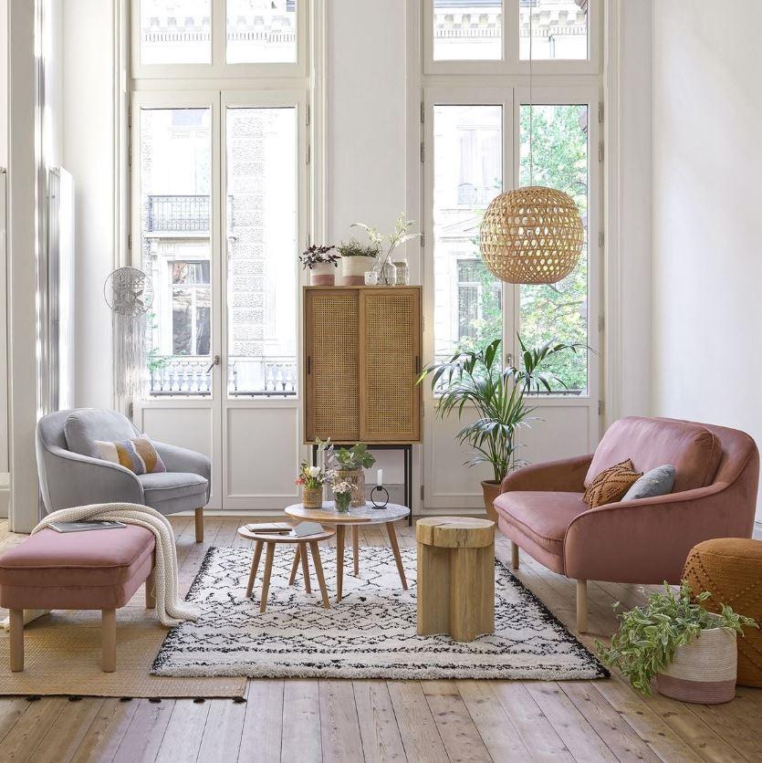 Un Petit Salon Bien Proportionne
