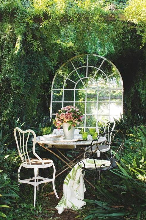 Miroir Integre A La Vegetation
